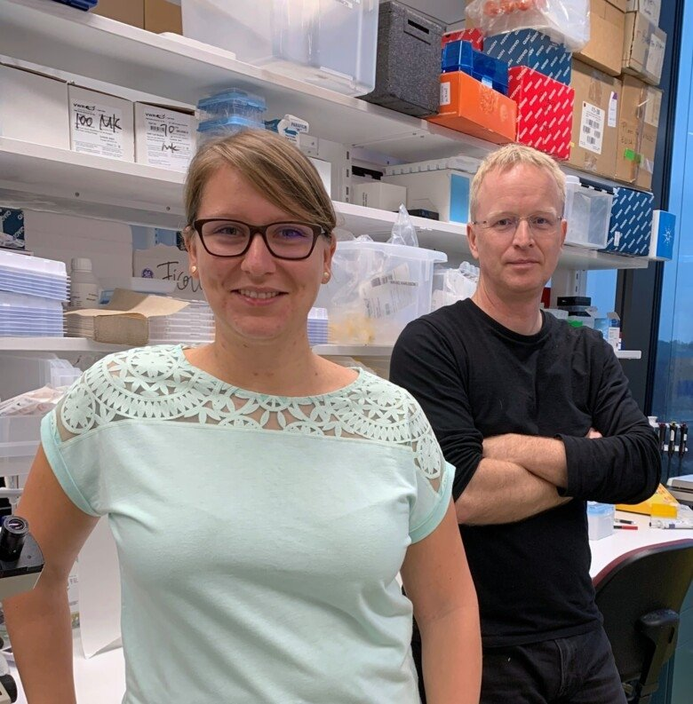 Co-authors Silke Eisinger and Mikael Karlsson at the Department of Microbiology, Tumour and Cell Biology.