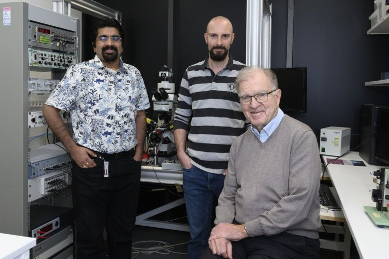Group photo of Shreyas M. Suryanarayana, Juan Pérez-Fernández and Sten Grillner, researchers at the Department of Neuroscience