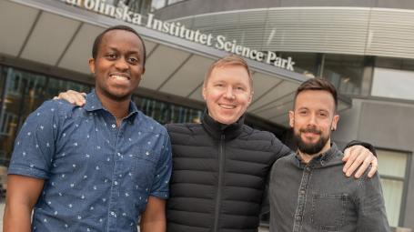 Portray of Dieudonne Nkulikiyimfura, Petter Brodin and Christian Pou outside Karolinska Institutet Science Park