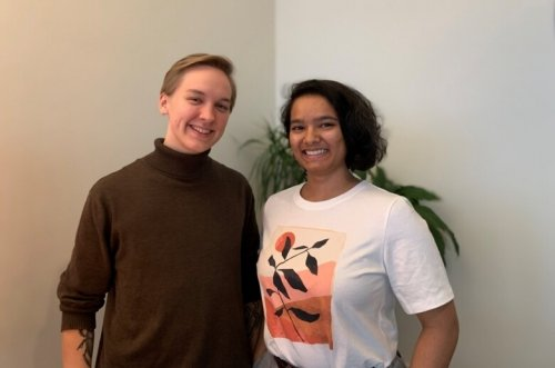 Portrait image of Lukas Lehtonen och Inika Prasad who are standing in front of a white wall.